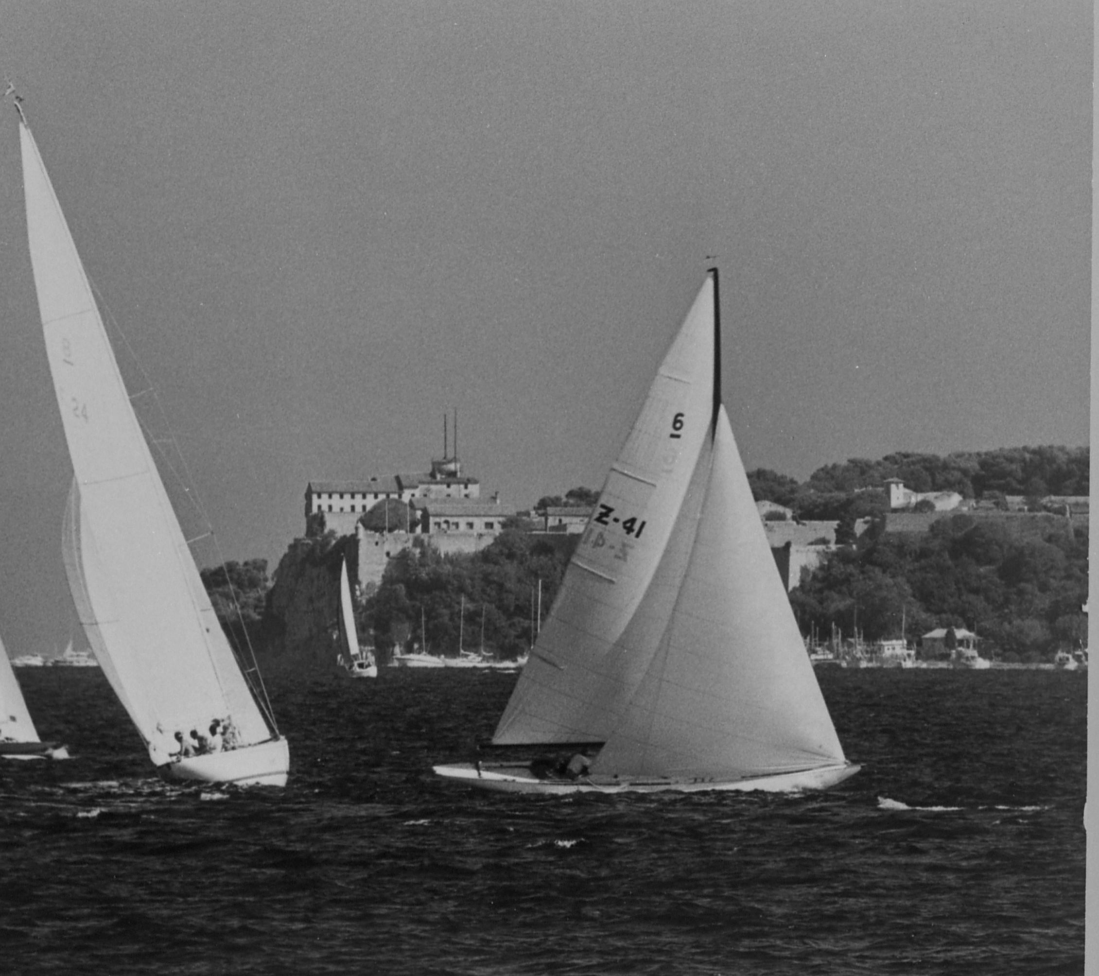 Two sailing boats racing